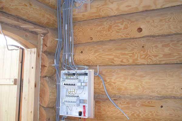 электромонтажные работы в деревянном доме фото