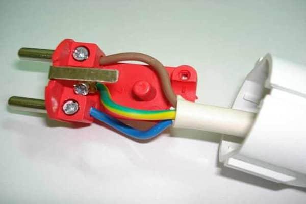 подключение провода к вилке при ее замене фото